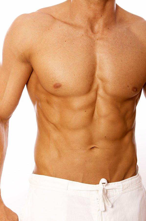 Die Erhöhung der Brust von den Fäden